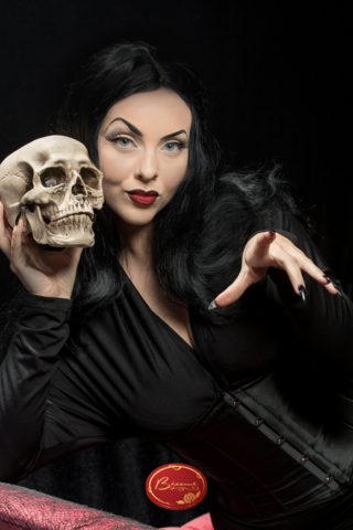 retro-halloween-vampire-costume-makeup