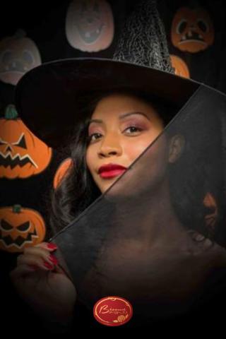 retro-witch-halloween-makeup-costume