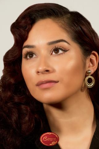 Latin-woman-wearing-glamour-Bésame-makeup